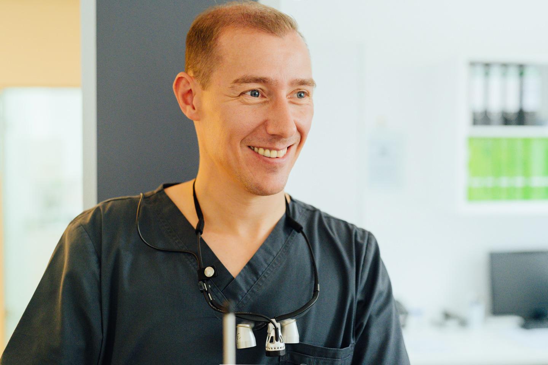 Nils Marckardt holt seinen nächsten Patienten persönlich ab